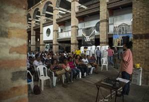 Representantes de comitês se reuniram no galpão da ONG Ação da Cidadania para debater sobre o que esperam da Intervenção Militar Foto: Guito Moreto / Agência O Globo