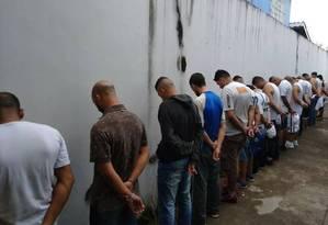 Torcedores do Santos são detidos pela polícia após confronto Foto: Divulgação / Polícia militar