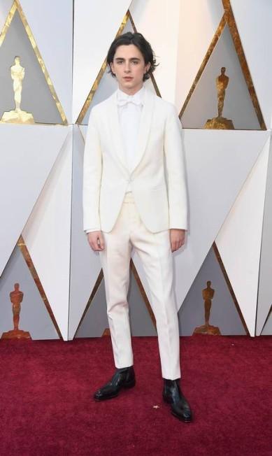 O ator Timothee Chalamet veio com um look totalmente branco, exceto pelos sapatos Frazer Harrison / AFP