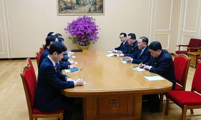 Kim Jong-un recebe Coreia do Sul para discutir militarismo