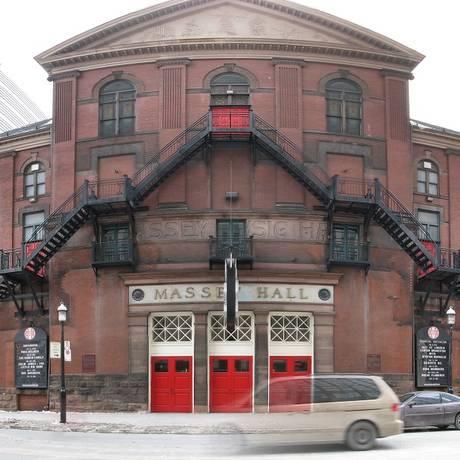Massey Hall: fachada do prédio de Elisa, em