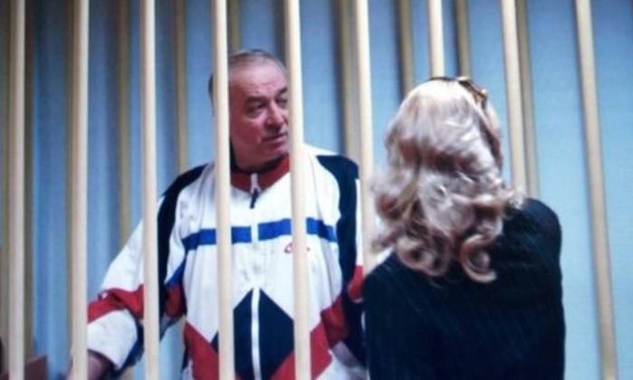 Ex-espião russo é hospitalizado no Reino Unido por intoxicação