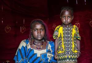 Aos 16 anos, Artou, de Tagal, no Chade, já tem uma filha: 'eu me casei muito jovem' Foto: Tremeau / © UNICEF/UN028804