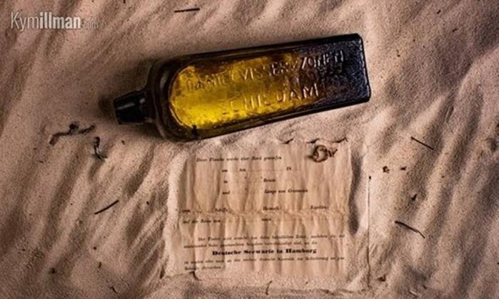 Descoberta mensagem em garrafa com mais de 130 anos em praia australiana