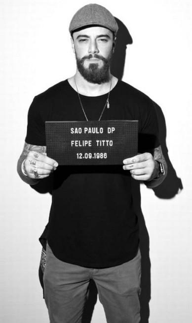 """Há um ano, o fotógrafo paulistano Paulo Reis criou o """"Mugshot Project"""", inspirado em fotos de fichamento em delegacia. O ator Felipe Titto já foi registrado Paulo Reis"""