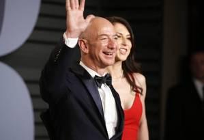 O fundador da Amazon, Jeff Bezos, e a mulher, MacKenzie Bezos Foto: DANNY MOLOSHOK / REUTERS/4-3-2018