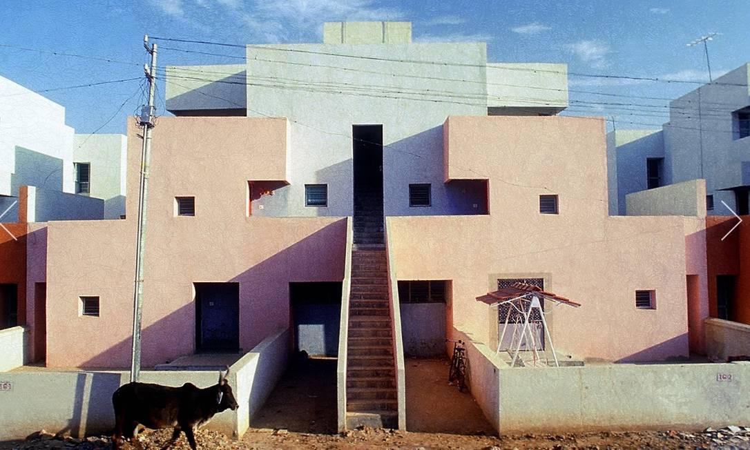 Prédio construído por B.V. Doshi para abrigar uma companhia de seguros na cidade de Ahmedabad, na Índia, em 1973 Foto: VSF / Pritzker Prize