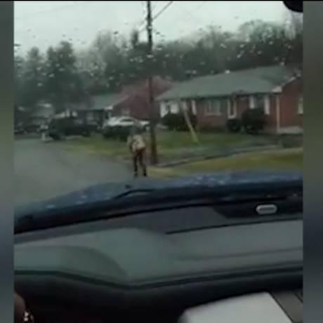 Pai fez transmissão ao vivo de 'castigo' ao filho que teria praticado bullying Foto: Reprodução/ Facebook