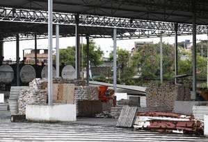 Fechadas, as instalações do Caju deixam de produzir 160 toneladas de asfalto por hora Foto: Pablo Jacob / Agência O Globo