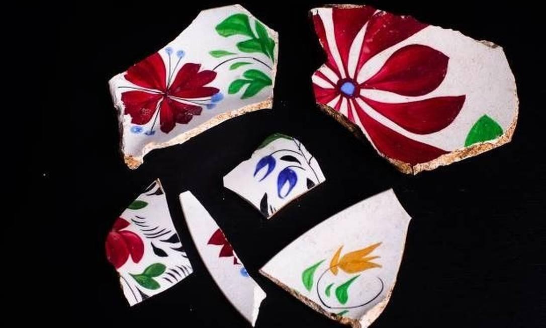 Fragmentos de louça do século XIX, padrão peasant, também foram encontrados no sítio arqueológico. Divulgação/ Felipe Cohen
