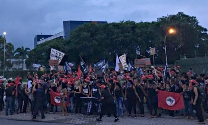 MST invade parque gráfico de O Globo — Protesto