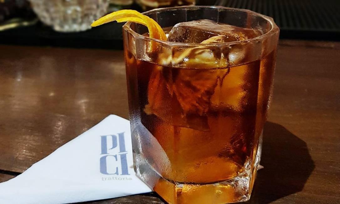 Pici. 5 contra 1: blend de secreto de cinco ingredientes envelhecidos em barril de amburana, cynar 70 e cana desidratada (R$ 27). R. Barão da Torre 348, Ipanema (2247-6711) Divulgação