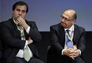 O presidente da Câmara, Rodrigo Maia, e o governador de São Paulo, Geraldo Alckmin, durante fórum sobre investimentos Foto: Edilson Dantas / Agência O Globo (30/05/2017)