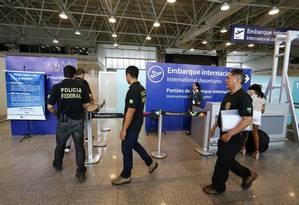 Polícia Federal, junto com a Receita Federal, desbarataram esquema de contrabando no Galeão Foto: Pablo Jacob / Pablo Jacob