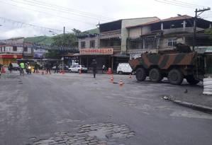 Militares das Forças Armadas fazem operação na Vila Kennedy Foto: Rafael Nascimento / Agência O Globo