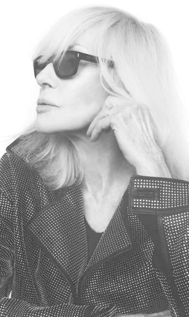 """Betty virou modelo no começo dos anos 60. Mas não gostava da profissão, tanto que abandonou sua primeira chefe, a estilista Coco Chanel! Com Yves, de acordo com a """"W"""", as coisas eram diferentes. Eles odiavam a vida normal, eram festeiros. """"Tive uma vida de conto de fadas com ele"""", disse a musa Divulgação"""