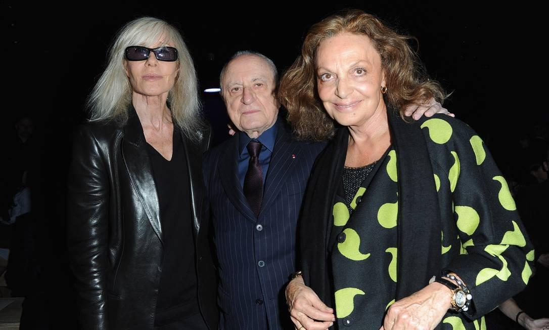 Betty Catroux, Pierre Bergé (parceiro de Yves, morto no ano passado) e Diane von Furstenberg no desfile de verão 2013 da Saint Laurent Pascal Le Segretain / Getty Images