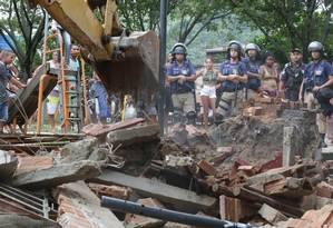 Açãp da prefeitura destrói quiosques e barracas na Vila Kennedy Foto: Marcio Alves / Agência O Globo