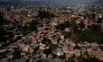 Favelas de Caracas, capital da Venezuela; ativistas acusam EUA e Canadá de prejudicar população pobre do país com sanções internacionais