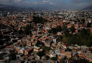 Favelas de Caracas, capital da Venezuela; ativistas acusam EUA e Canadá de prejudicar população pobre do país com sanções internacionais Foto: CARLOS GARCIA RAWLINS / REUTERS