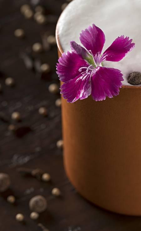 Quadrucci. O Falernum Mule é vodca, xarope de especiarias, suco de limão e espuma de gengibre (R$ 35). Rua Dias Ferreira 233, Leblon. (2512-4551) Foto: RODRIGO AZEVEDO FOTOGRAFIA / Divulgação