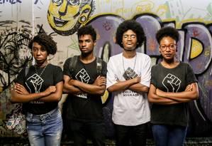 Membros do Coletivo Negrada, da Universidade Federal do Espírito Santo Foto: MARLON MAX / Agência O Globo