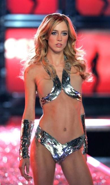 Raquel: Victoria's Secret Fashion Show 2006 Mark Mainz / Getty Images