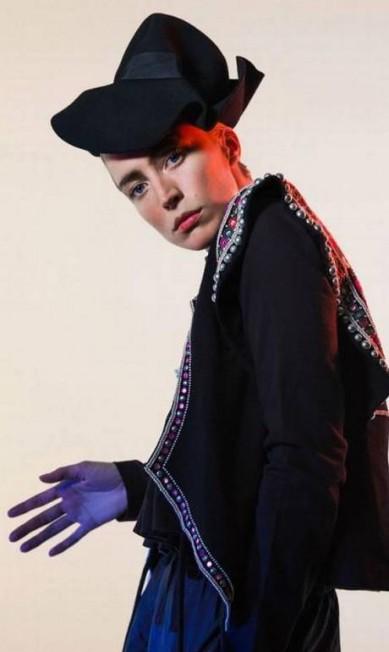 Raquel Zimmermann mostra toda a sua versatilidade, que lhe a famosa no mundo da moda, na campanha de verão 2016 da estilista francesa Isabel Marant Divulgação