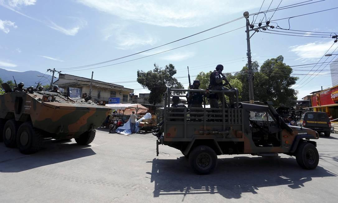 Tropa das Forças de Segurança na Vila Kennedy, na Zona Oeste do Rio Foto: Pablo Jacob / Agência O Globo