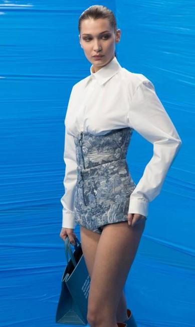 Com mais de 18 milhões de seguidores nas redes, a top americana Bella Hadid, irmã de Gigi, fecha o top 10 Vittorio Zunino Celotto / Getty Images