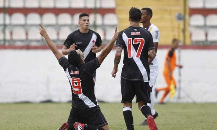 Vasco perde da La U em São Januário