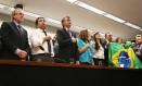 Bolsonaro com aliados durante filiação ao PSL, na última quarta-feira Foto: Givaldo Barbosa / Agência O Globo