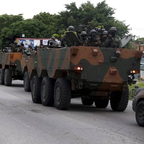 Saída de tropa do exército da Vila Kennedy, Zona Oeste do Rio Foto: Marcelo Theobald / Agência O Globo