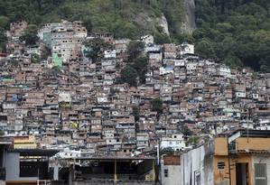 PCC se tornou aliado do Amigos dos Amigos (ADA) em disputa pelo controle da Rocinha (Arquivo) Foto: Domingos Peixoto / Agência O Globo