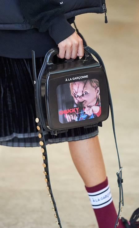 """Chucky, do filme """"Brinquedo assassino"""", também ganhou uma bolsa para chamar de sua Foto: Zé Takahashi/ Fotosite"""