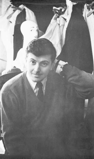 Hubert de Givenchy em seu atêlie, em 1955 Hulton Archive / Getty Images