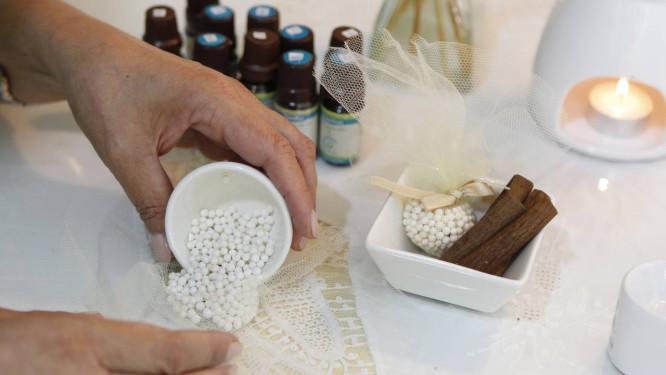 Aromaterapia trabalha com o cheiro de óleos essenciais para promover o bem-estar Foto: Roberto Moreyra/11-07-2012