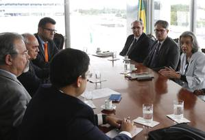 A ministra Cármen Lúcia participa de audiência com o ministro da Segurança, Raul Jungmann, e o ministro Raimundo Carreiro, do TCU Foto: Michel Filho / Agência O Globo