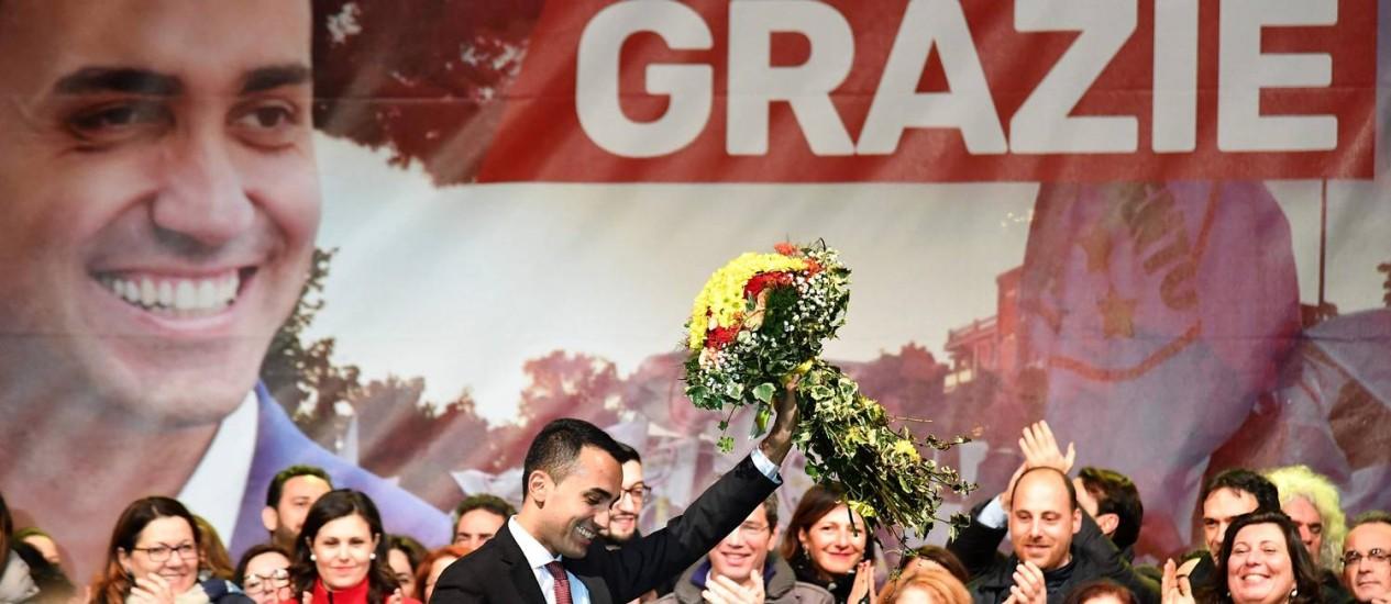 Luuigi Di Maio, do Movimento 5 Estrelas, comemora o resultado das eleições em sua cidade natal, Pomigliano Foto: ALBERTO PIZZOLI / AFP/6-3-2018
