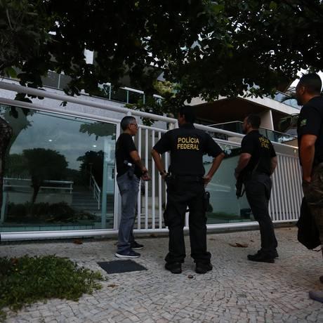 Lava Jato: agentes da polícia federal na Barra da Tijuca Foto: Pablo Jacob / Pablo Jacob