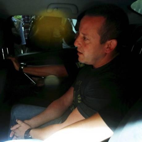 O delegado Marcelo Martins logo após ser preso em sua casa Foto: Pablo Jacob / Agência O Globo / 13-03-2018
