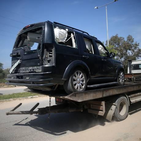Veículo pertencente ao comboio de primeiro-ministro ficou danificado Foto: MOHAMMED ABED / AFP