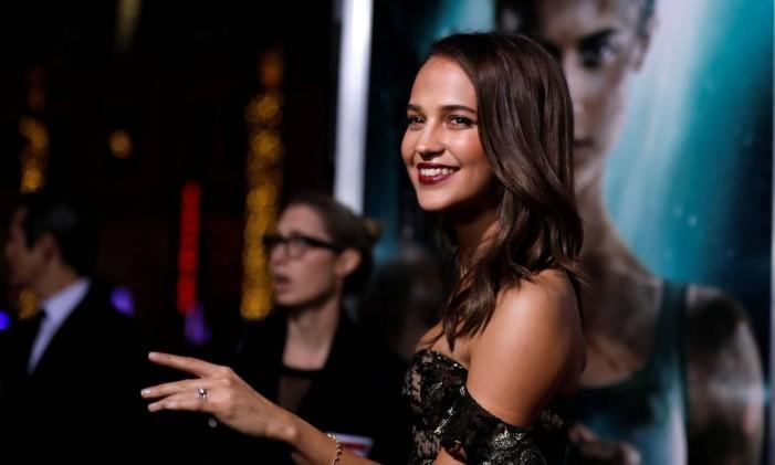 A atriz Alicia Vikanderna première de 'Tomb Raider', em Los Angeles Foto: MARIO ANZUONI / REUTERS