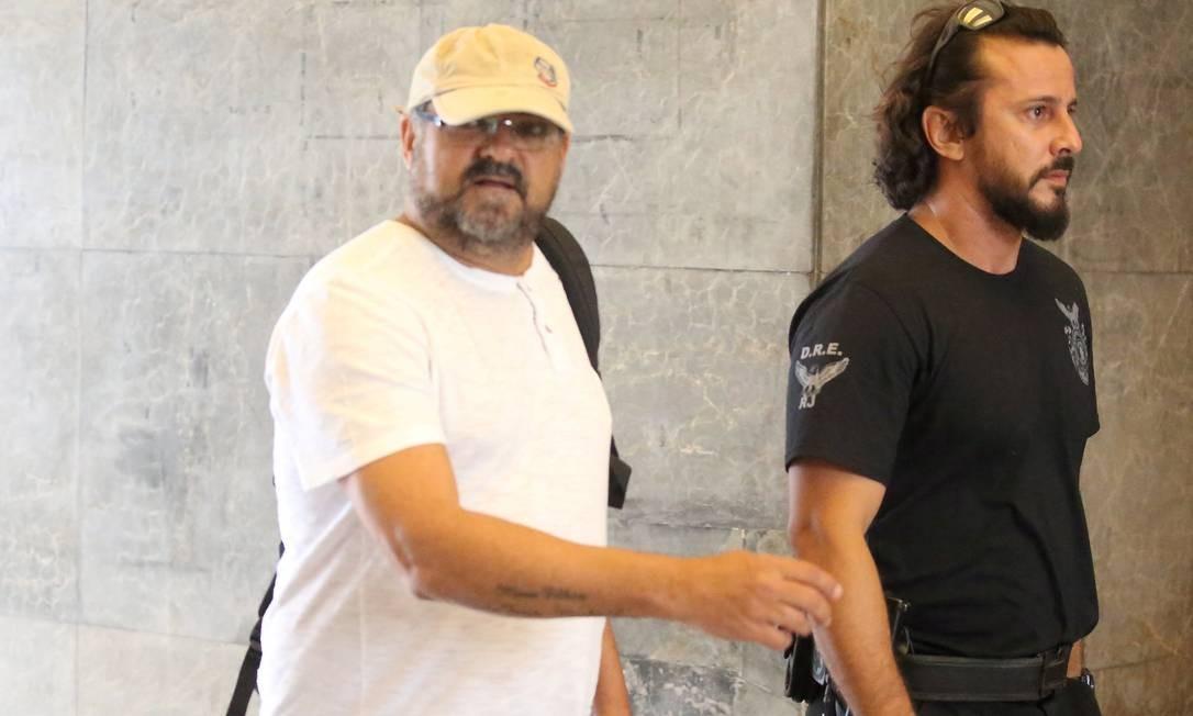 Sérgio Roberto Pinto da Silva, chegando na PF, por conta de mandado de prisão preventiva. Ele é sócio das empresas Casa Nova Universal Câmbio Viagens e Turismo e Plus Câmbio Viagens e Turismo Fabiano Rocha / Agência O Globo