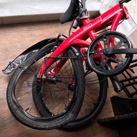 Bicicleta de advogada atropelada ficou destruída Foto: Paola Barrozo