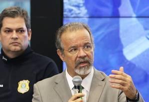 O ministro da Segurança Pública, Raul Jungmann, ao lado do diretor-geral da PRF, Renato Dias Foto: Givaldo Barbosa / Agência O Globo