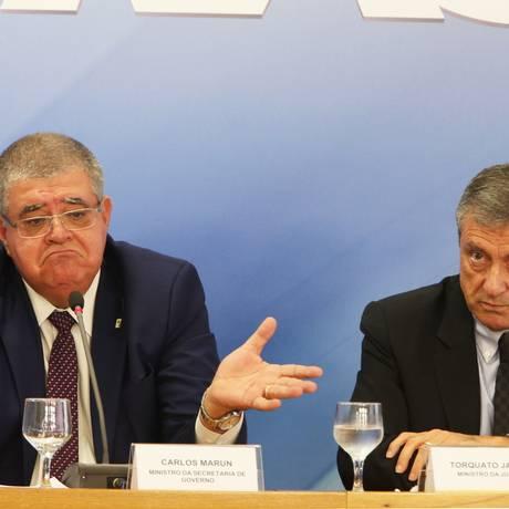 Os ministros da Secretaria de Governo, Carlos Marun, e da Justiça, Torquato Jardim, durante entrevista Foto: Givaldo Barbosa / Agência O Globo