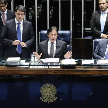 Eunício Oliveira (PMDB-CE) preside sessão do Senado Foto: Marcos Oliveira/Agência Senado