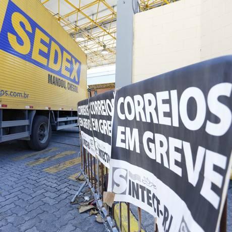 Funcionários dos Correios do Rio terminarão a greve na quinta-feira Foto: Pablo Jacob / Agência O Globo