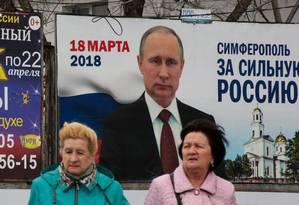 Propaganda eleitoral pró-Putin presente na Crimeia Foto: STR / AFP